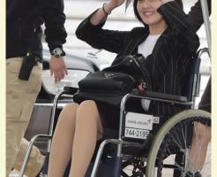 twice,ジヒョ,怪我,足,空港,車椅子,脚,